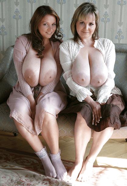 две грудастые