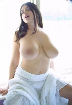 Девушка с 8-м размером груди