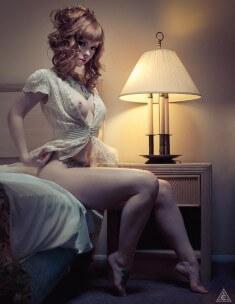 Аппетитная куколка в спальне