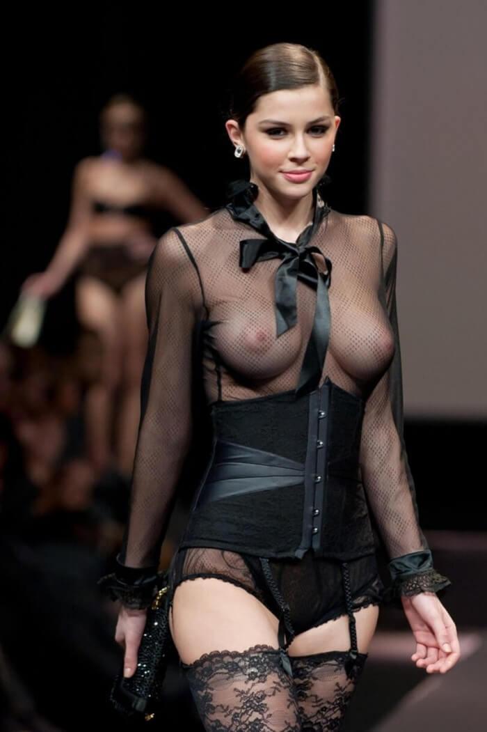 Показ мод и другие голые девушки