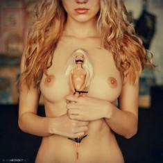 Связанная кукла Барби