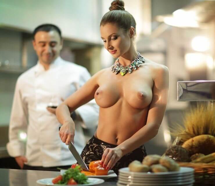 фото на кухне обнаженные