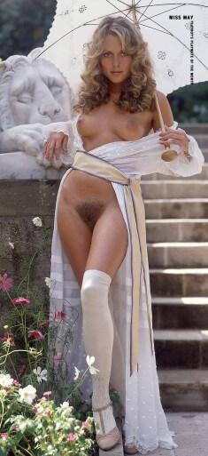 Мисс мая с зонтиком