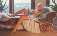 Голливудская бейба без лифчика