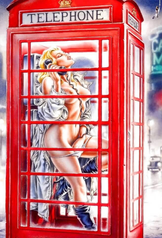 Возбужденная блондинка в телефонной будке
