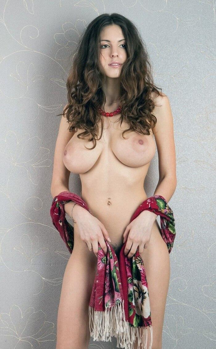 Дама с платком
