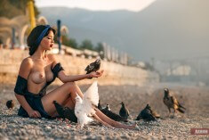 На берегу с голубями
