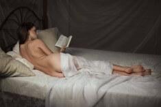Обнаженная читательница