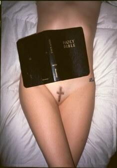 С крестом на лобке