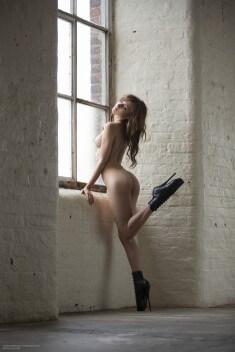 Sophia Blake в полусапожках