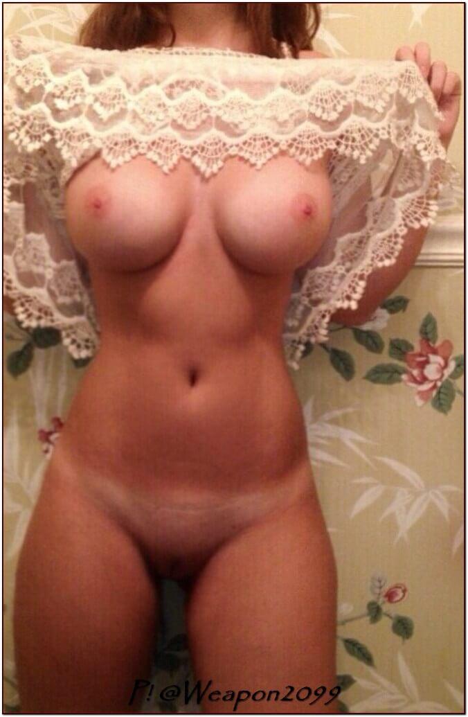 Подняла сарафанчик выше груди