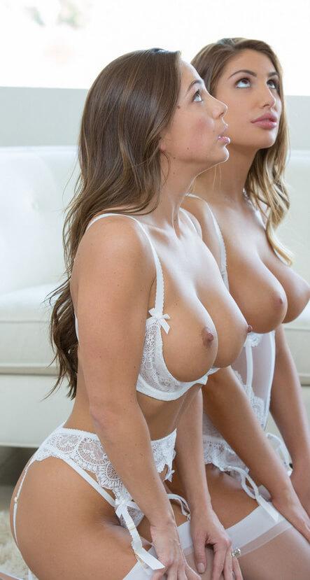 Голодные девочки с обнаженной грудью