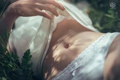 Легкая эротика в шёлковых трусиках