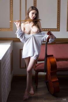 Milla с виолончелью