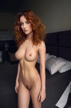 Знатная девица с рыжими волосами
