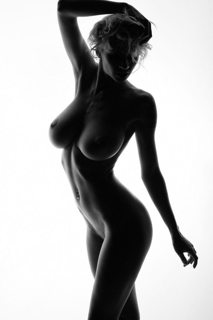 Необыкновенная Natasha Legeyda вне цвета