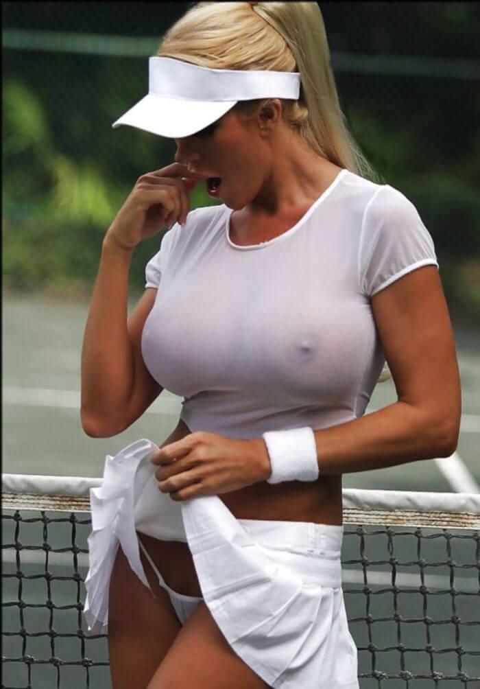 Теннисистка с роскошной грудью