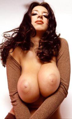 Девчуля с шикарной грудью