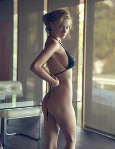 Bryana Holly без трусиков