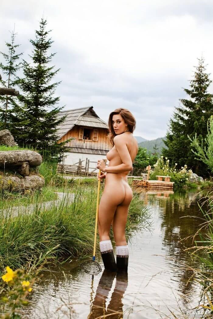 Katharina Wyrwich в резиновых сапожках и другие голые девушки