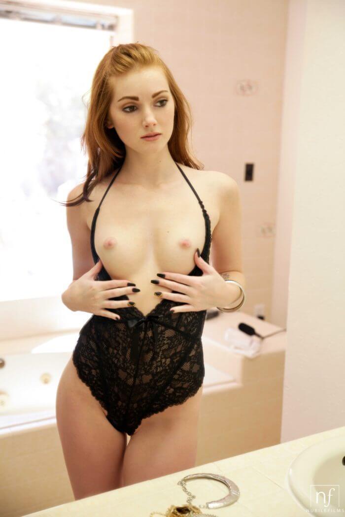 Natalie Lust в сексуальной сорочке