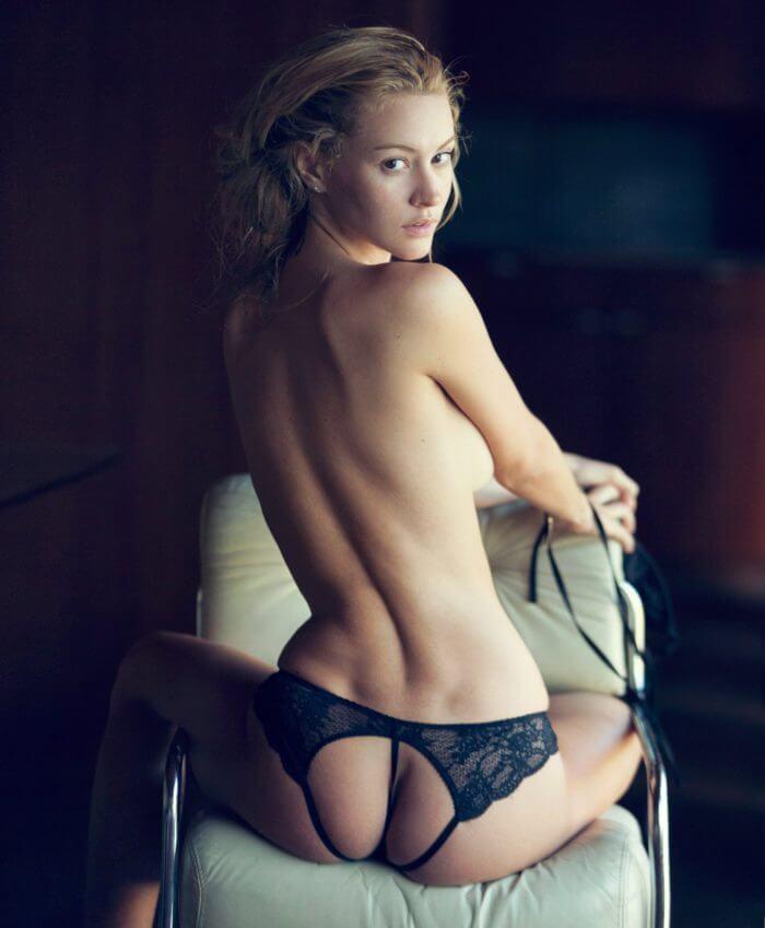 Bryana Holly в сексуальных трусиках и другие голые девушки