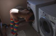 Домашняя эротика возле стиральной машинки