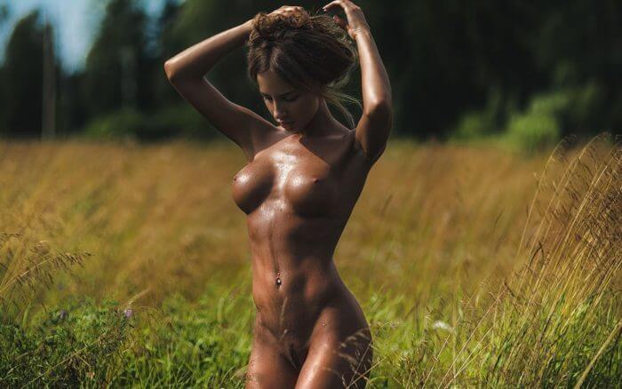 Катерина Рубинович голышом на природе