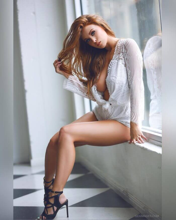 Рыжеволосая Leanna Decker засветила грудь и другие голые девушки