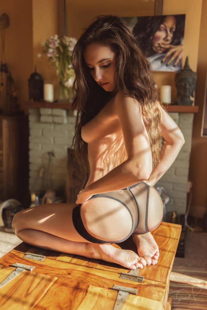 Сексуальная Sophia Blake на коленях и другие голые девушки