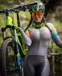 Сексуальная велосипедистка
