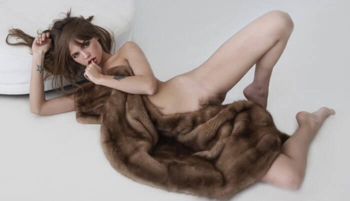 Анастасия Щеглова с шубкой