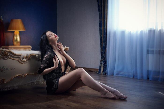 Элегантная эротика в спальне