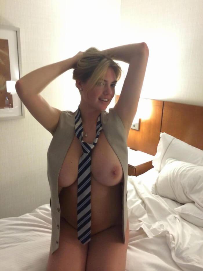 Kate Upton в галстуке