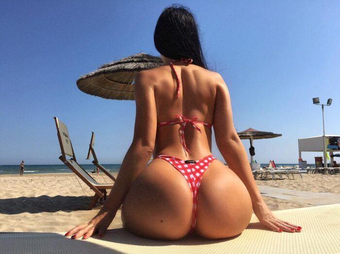 Пляжная попка