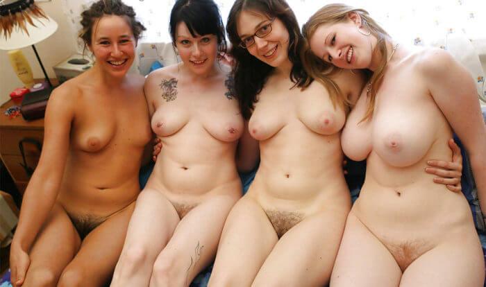 Четыре обнаженные девочки