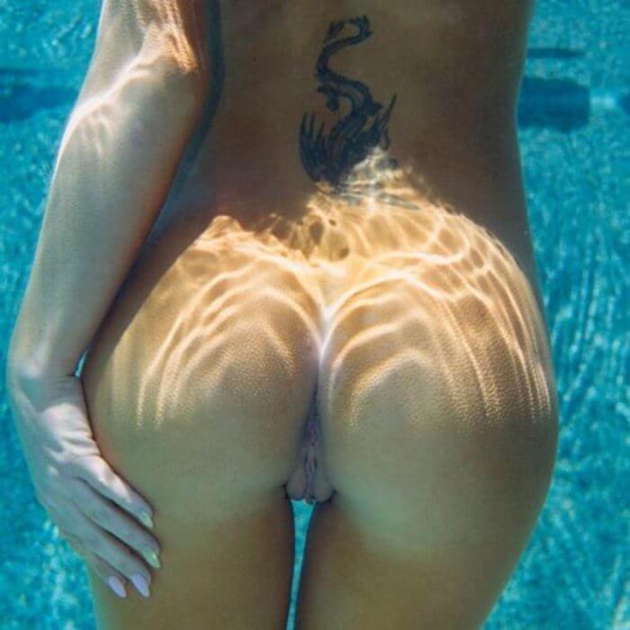 Без трусов в воде и другие голые девушки