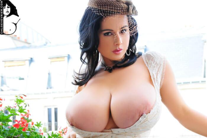 Эффектная дама с большой грудью
