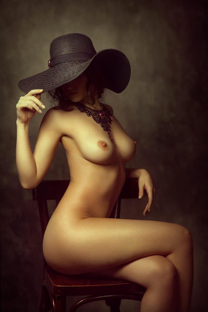 Элегантная дама в шляпке