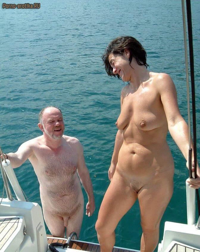 Голые на яхте