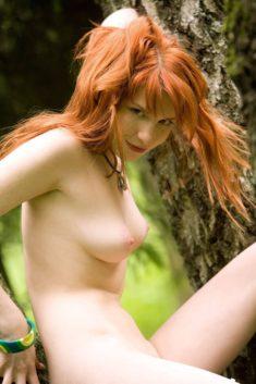 Интриганка с рыжими волосами