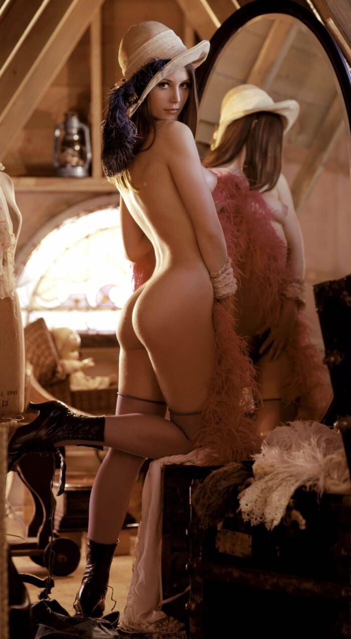 Изысканная эротика перед зеркалом