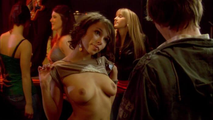 Jessica Parker Kennedy показала грудь