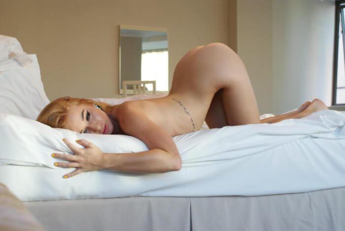 Прогнулась в кроватке