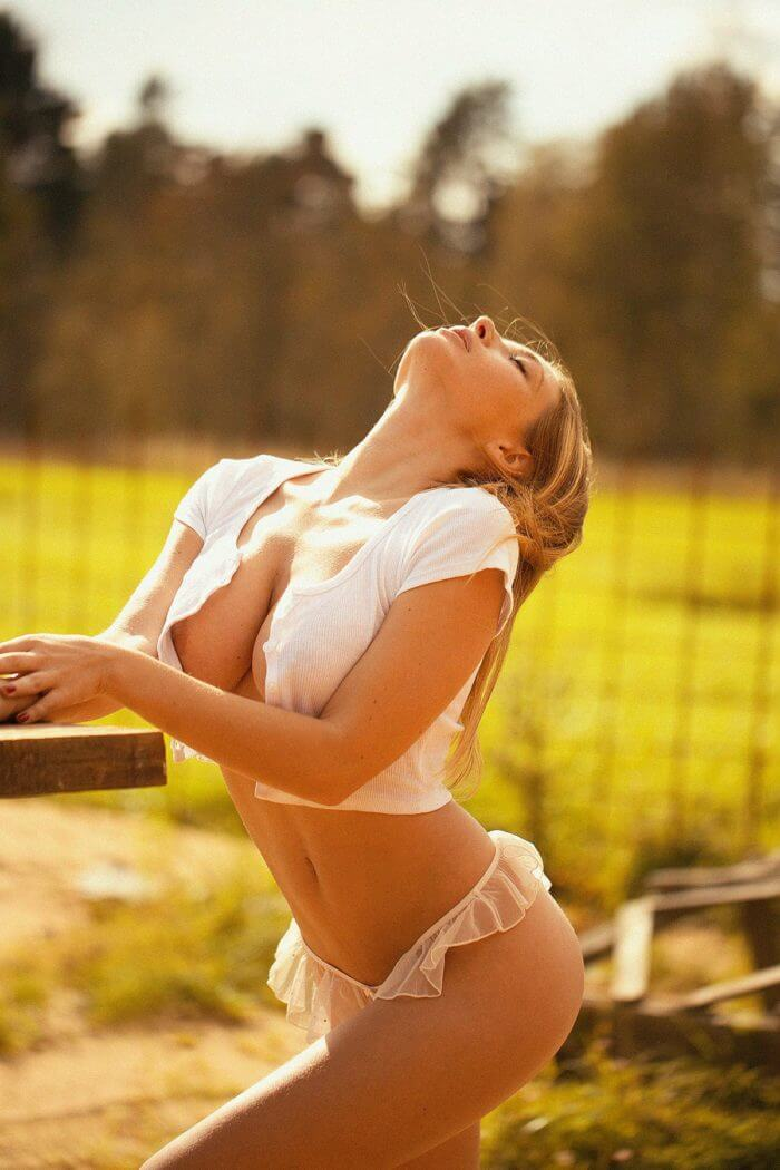 Сексуальная Ольга Кобзар на природе