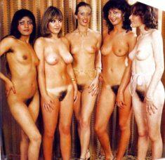 Голые подружки с волосатыми кисками