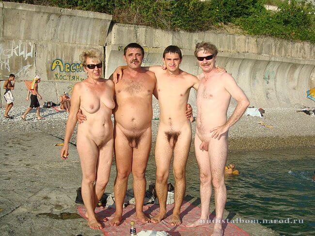 Нудисты на пруду и другие голые девушки
