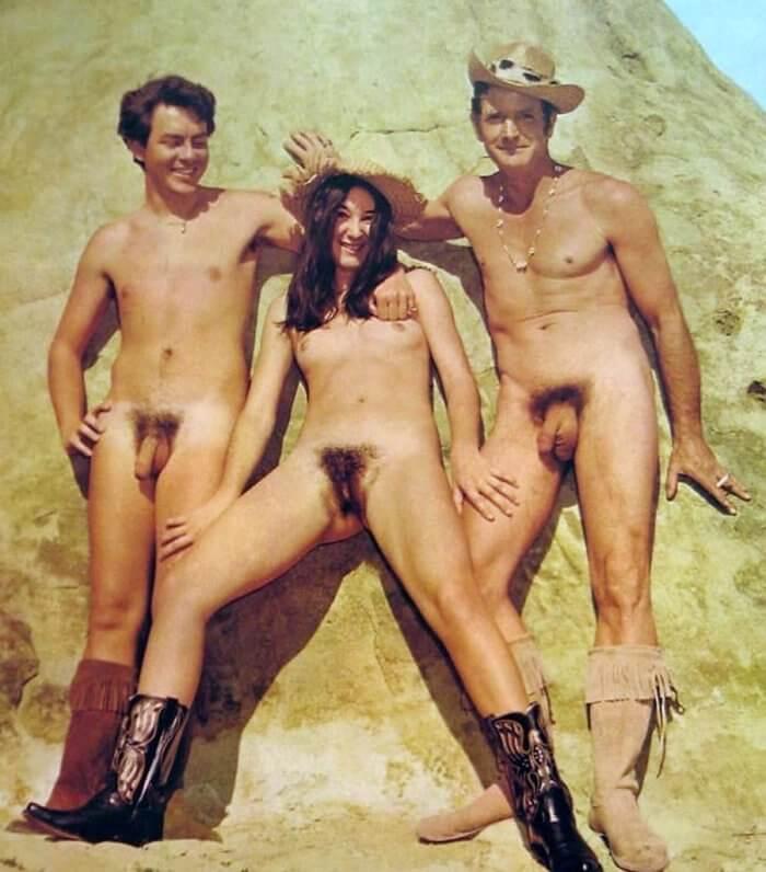 Ковбои и Ковбойка и другие голые девушки