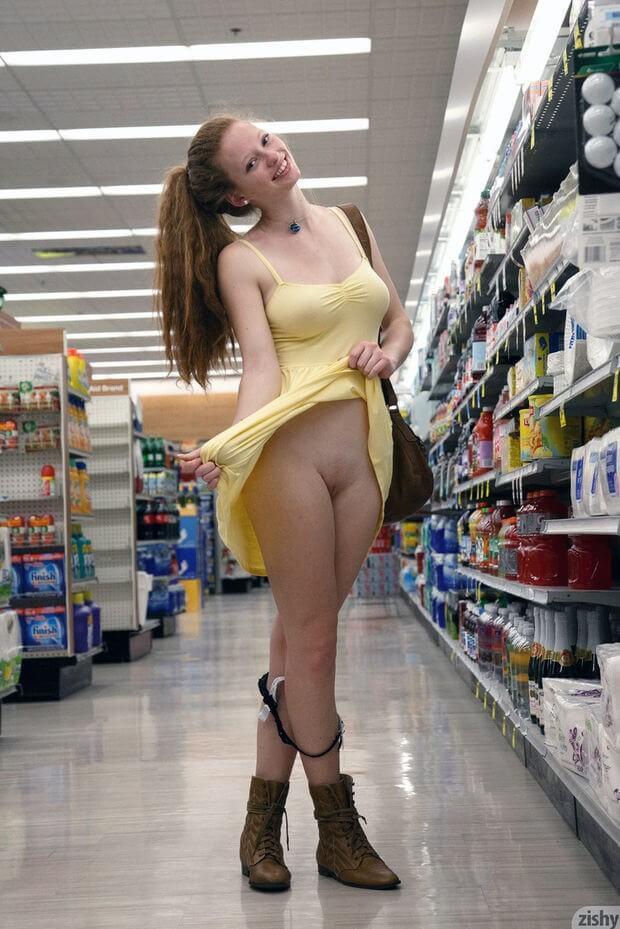 С голой писей в супермаркете