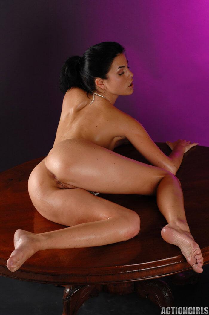 Nella и другие голые девушки